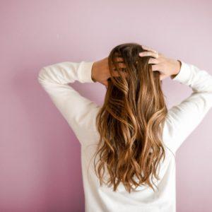 Como cuidar do cabelo em casa e com produtos naturais